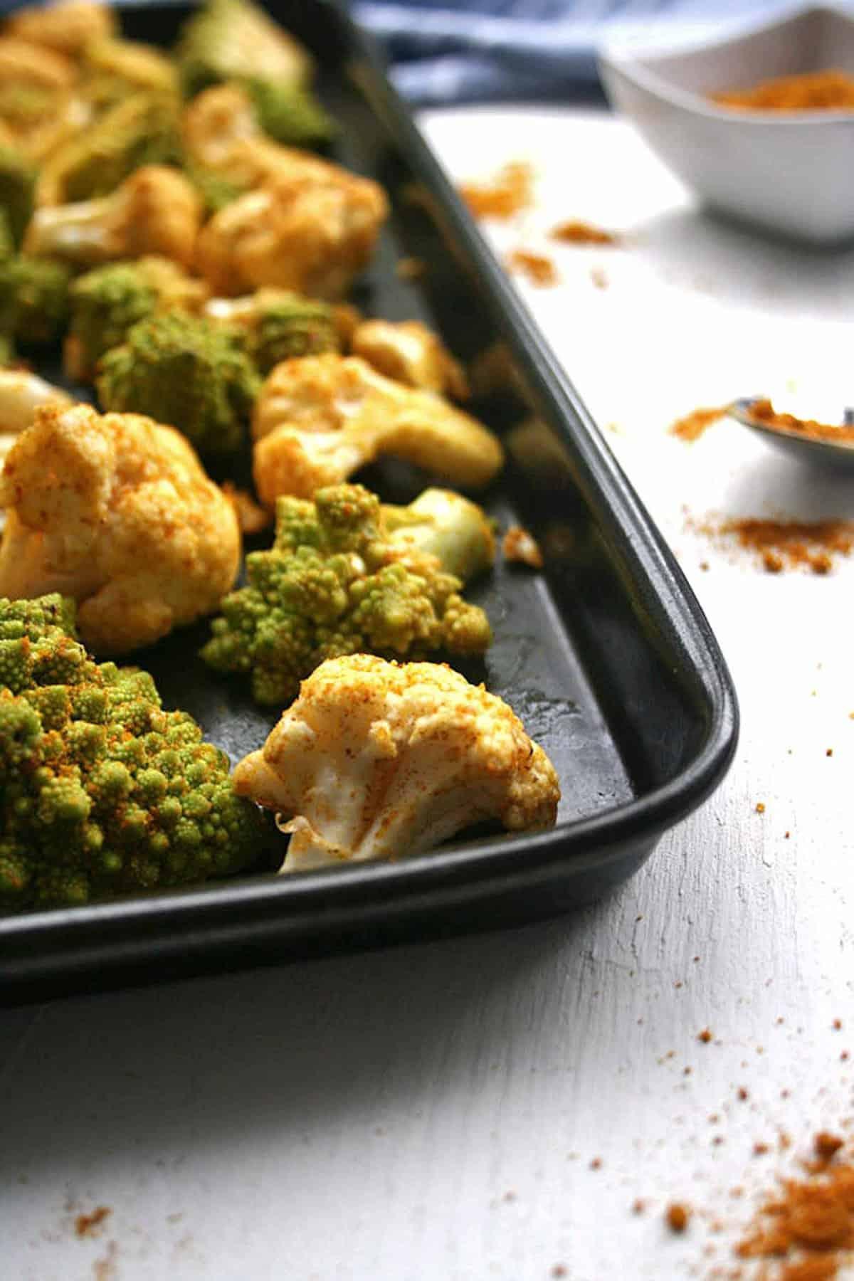 Roasted Cauliflower Farro Salad - A healthy vegan autumnal salad recipe made with delicious spiced roasted cauliflower and chewy farro | eatloveeats.com