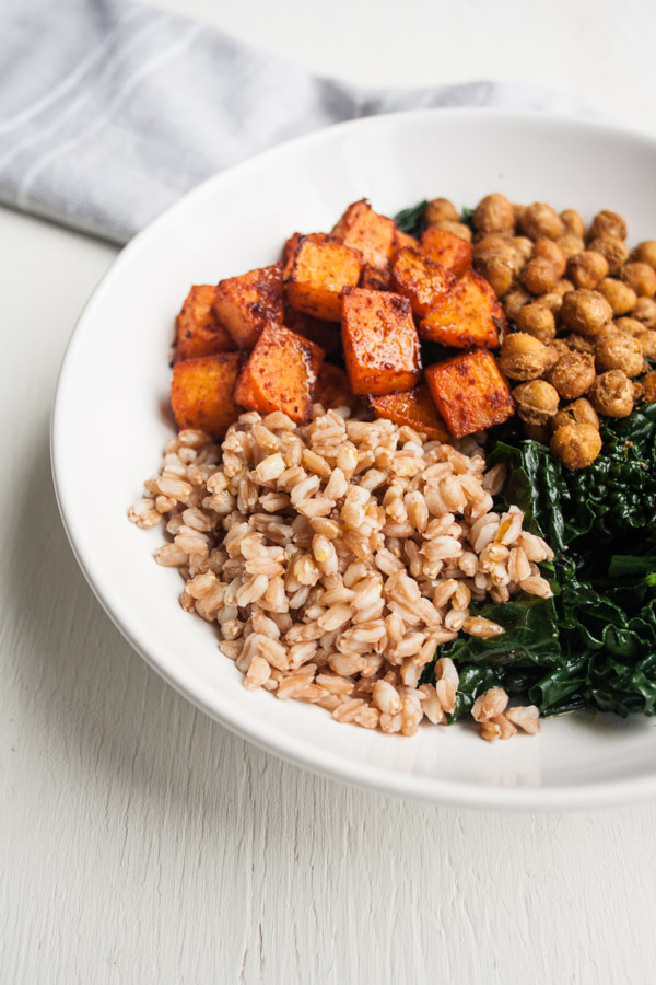Autumn Nourish Bowl with Roasted Swede - this easy vegan recipe is comforting and satisfying for these chilly autumn evenings and is packed full of healthy, nutritious veggies | eatloveeats.com