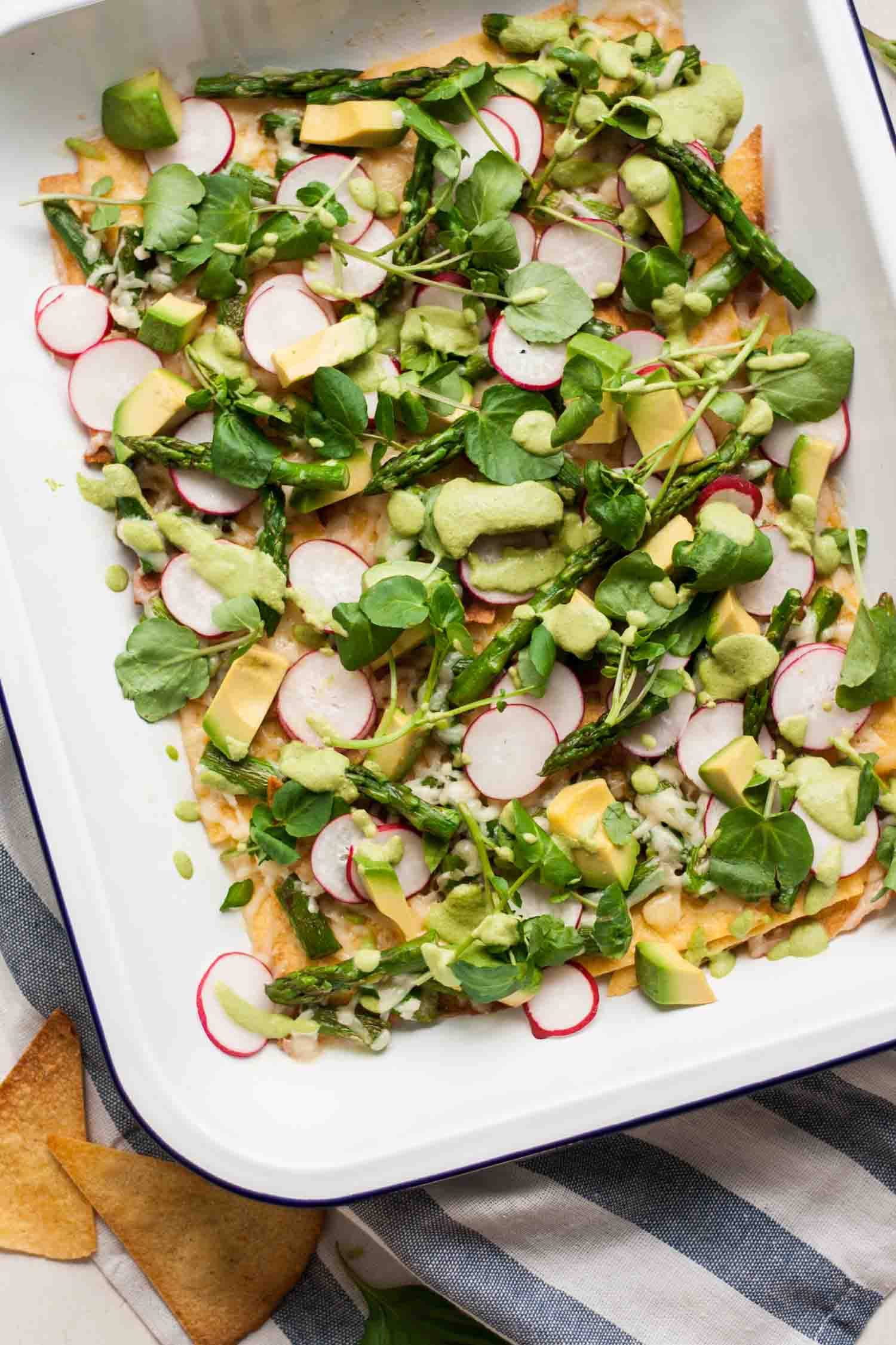 Healthy Asparagus Nachos - this light and fresh asparagus nacho recipe tastes just as indulgent as regular nachos, but without weighing heavy on the stomach. Win! | eatloveeats.com