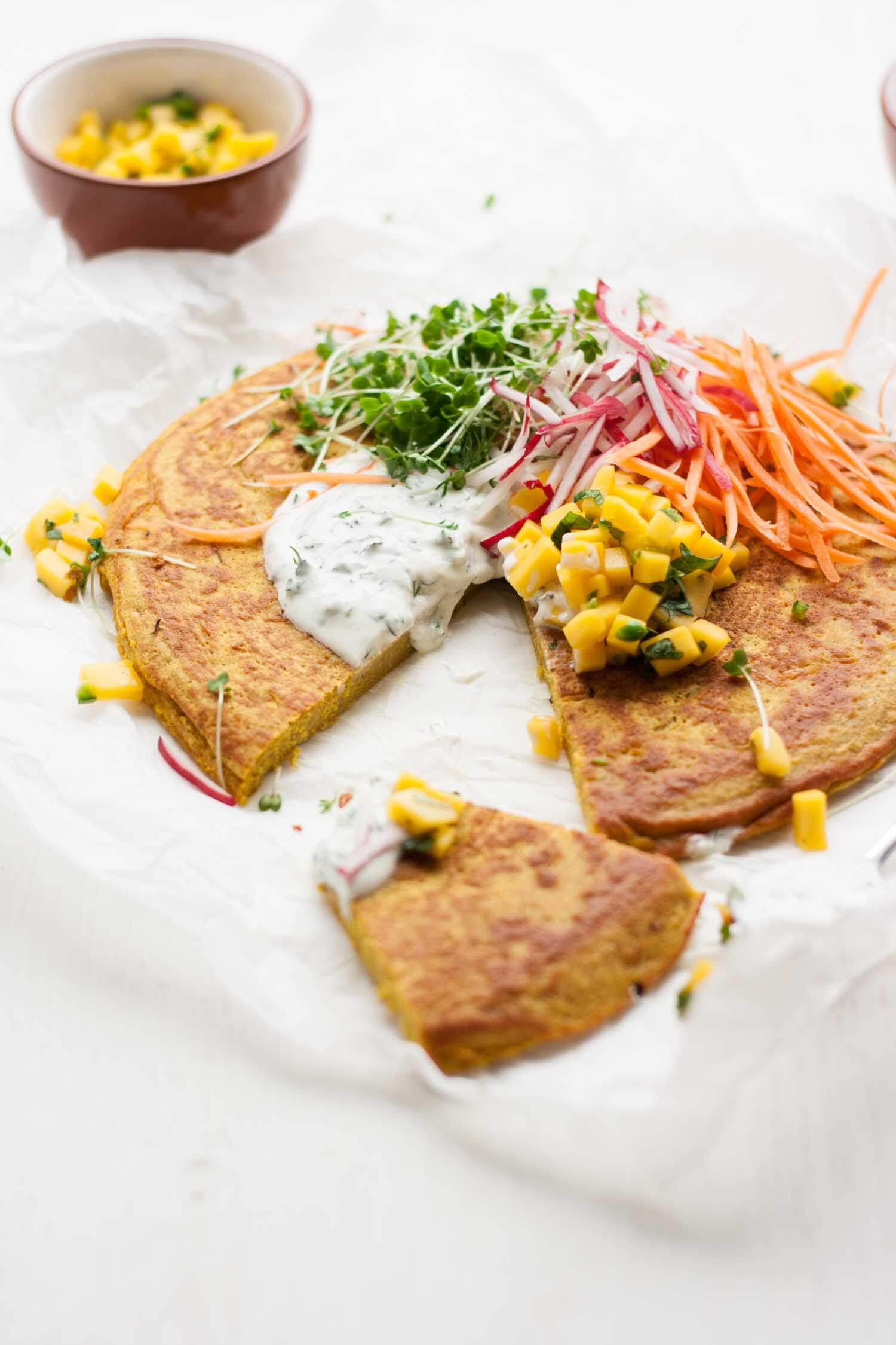 Onion Bhaji Pancake with Mango Salsa - this savoury pancake recipe makes for the perfect simple dinner and it tastes just like an onion bhaji, but healthy! | eatloveeats.com