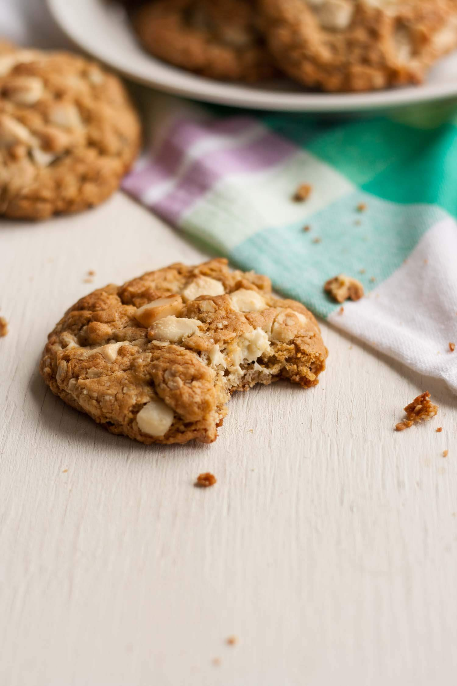 White Chocolate and Macadamia Oat Cookies - these chocolatey oatmeal cookies are both crunchy and chewy and are seriously easy to make! | eatloveeats.com