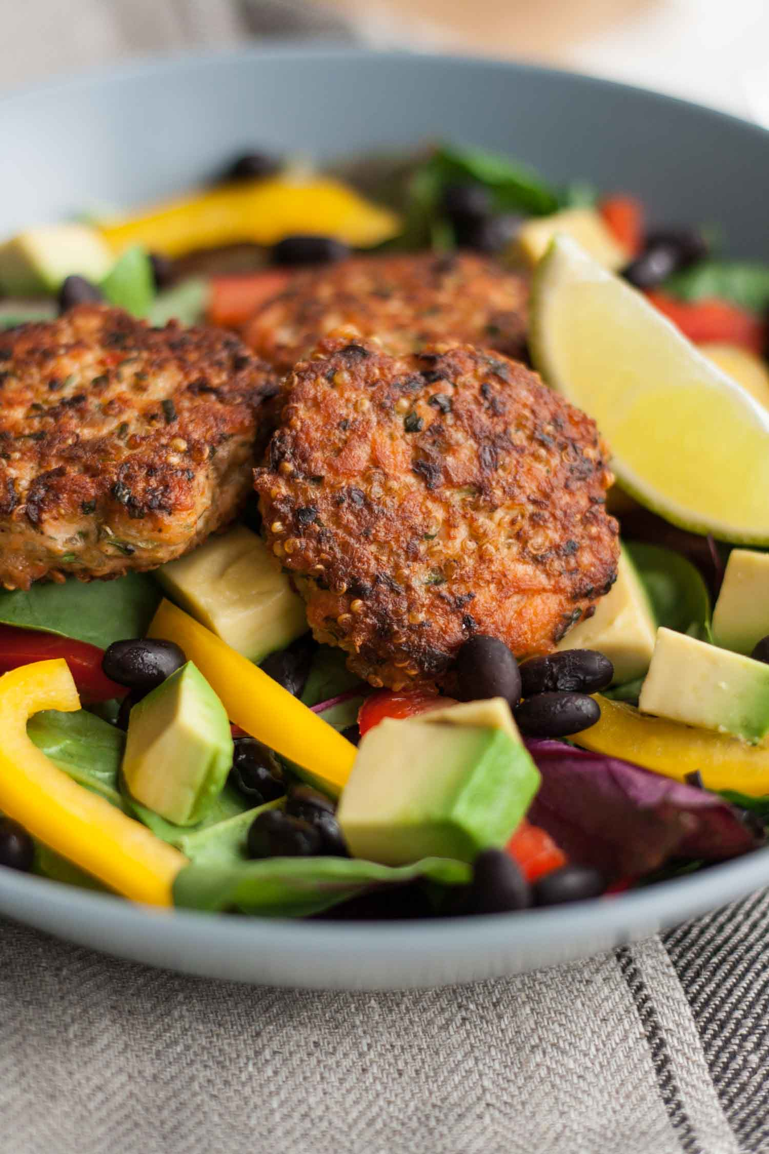 Cajun Salmon Slider Salad with Habanero Lime Dressing - this protein-packed salad bowl is like a flavour explosion in your mouth! | eatloveeats.com