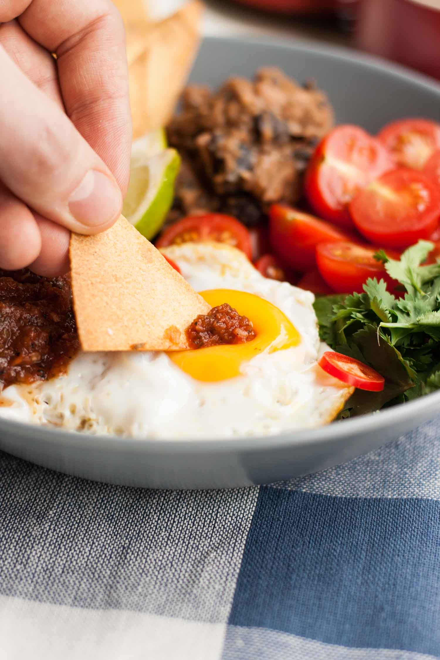 Huevos Rancheros Bowl - your favourite Mexican breakfast recipe in bowl form! Perfect for lunch, dinner or sharing. | eatloveeats.com