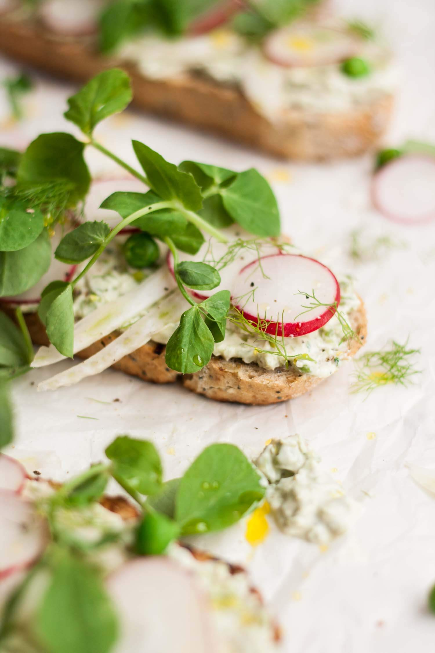Pea, Radish and Fennel Tartines - this simple appetiser or light lunch recipe is quick and easy and celebrates the delicate flavours of the finest spring produce | eatloveeats.com