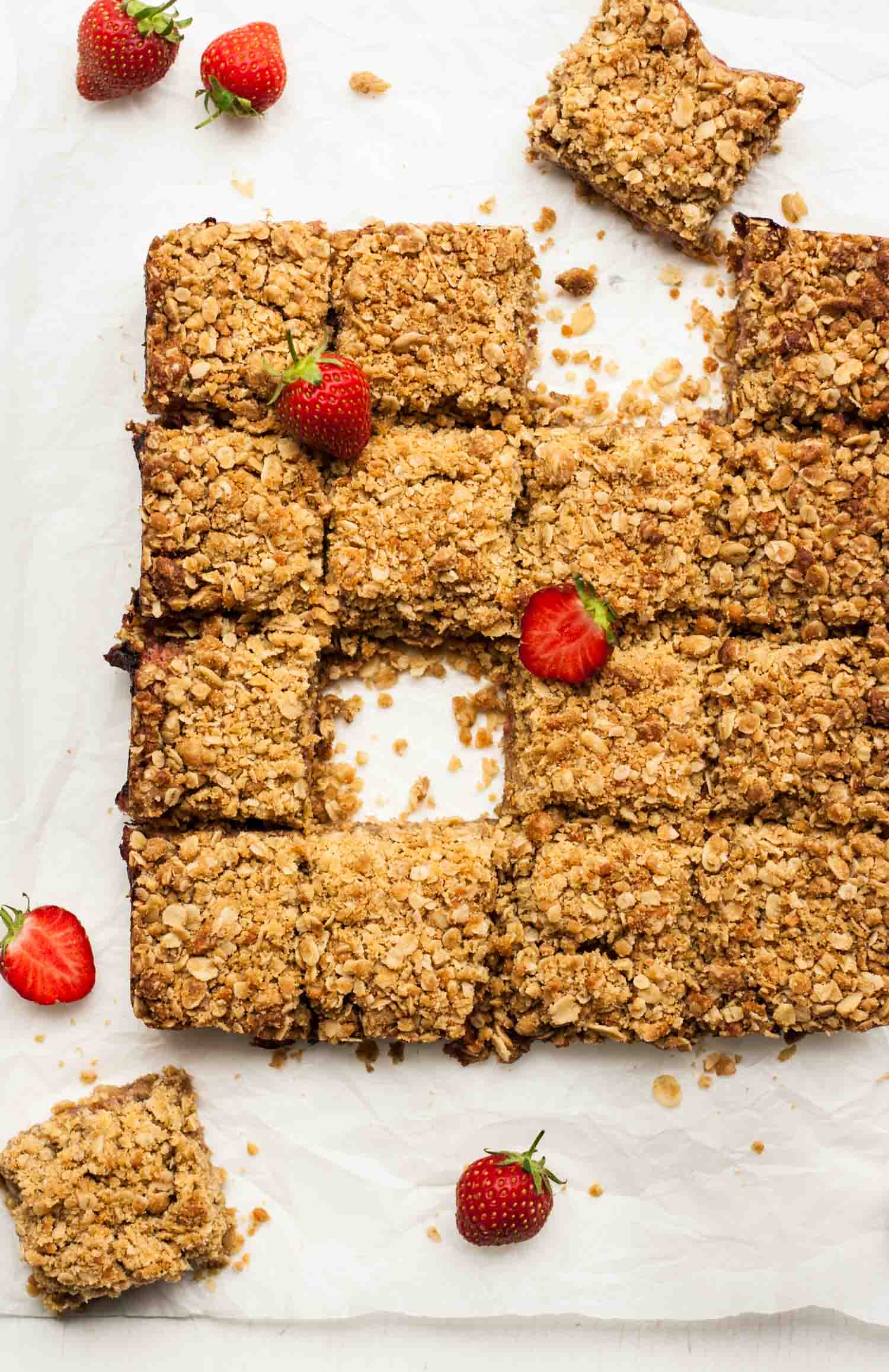 Strawberry Rhubarb Brown Butter Oatmeal Bars - these gooey oatmeal bars are quick and easy to make and are totally addictive! | eatloveeats.com