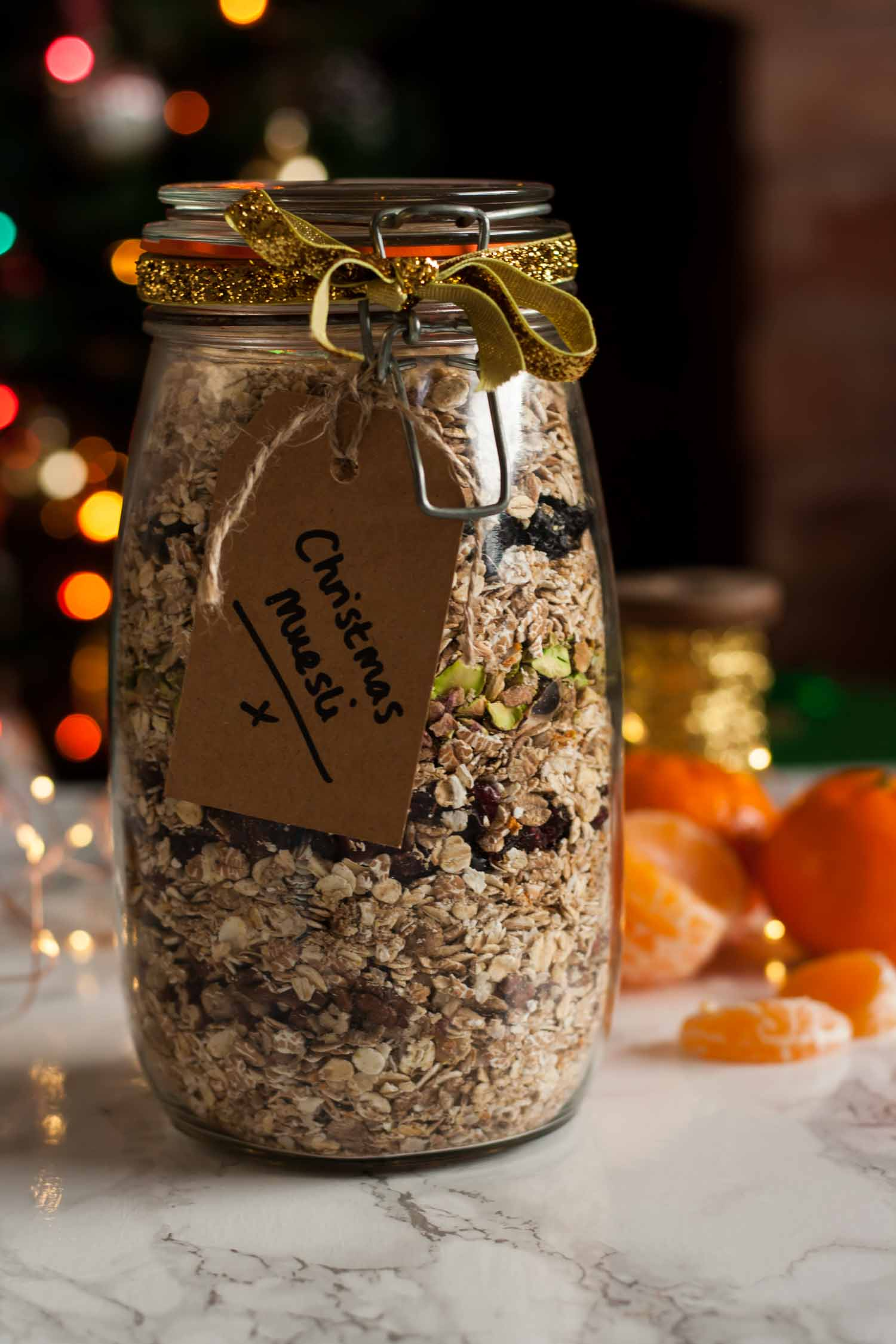 Christmas Muesli - this festive spiced muesli makes for a delicious breakfast and a lovely edible gift! | eatloveeats.com