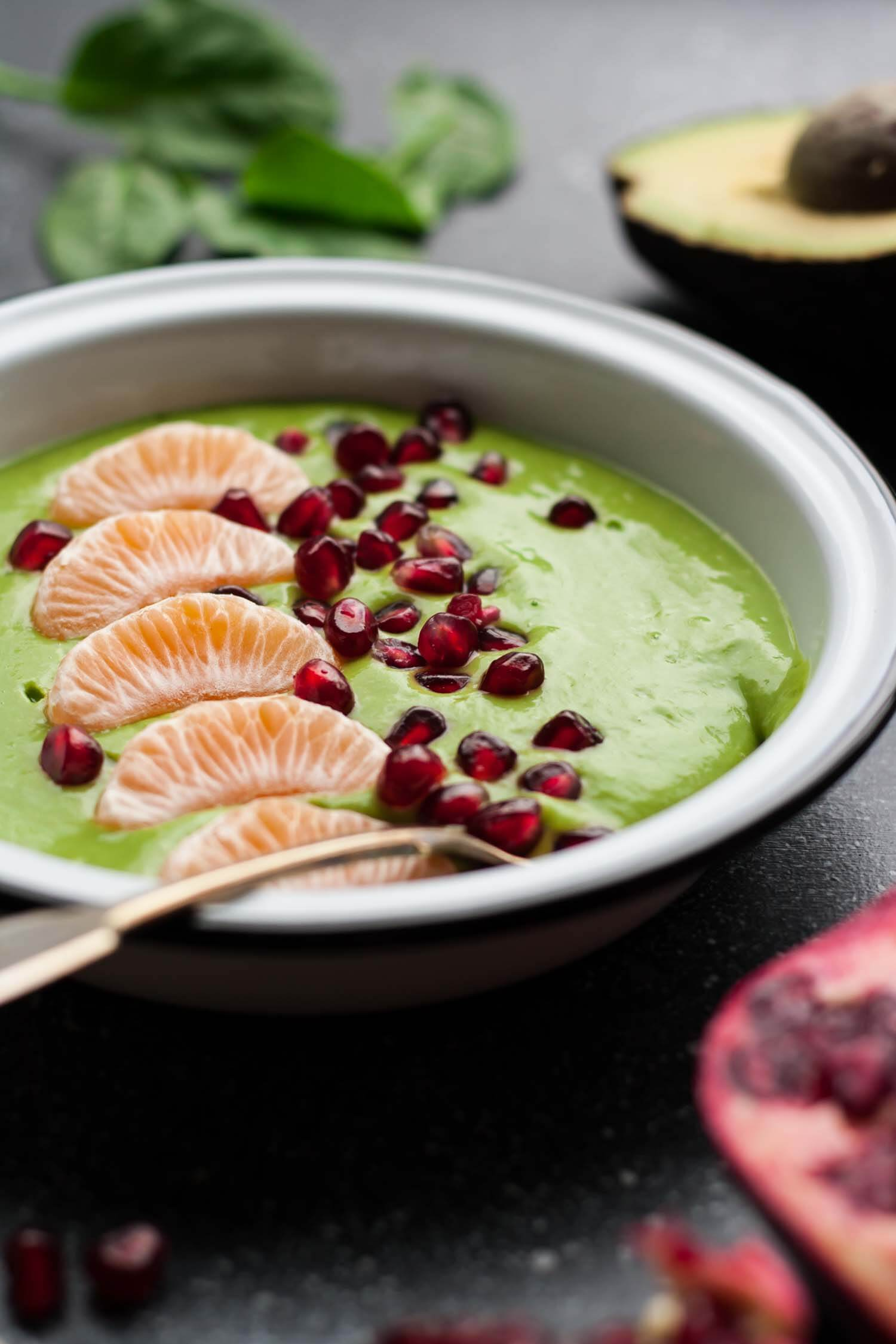 Clementine Green Smoothie Bowls - these simple smoothie bowls make the perfect healthy breakfast or snack! | eatloveeats.com