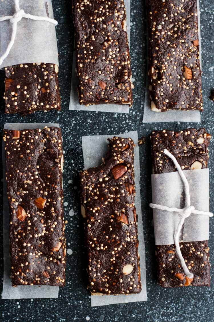 Raw Mexican Chocolate Energy Bars - these raw chocolate brownie bars are the perfect afternoon snack and are so simple to make! | eatloveeats.com