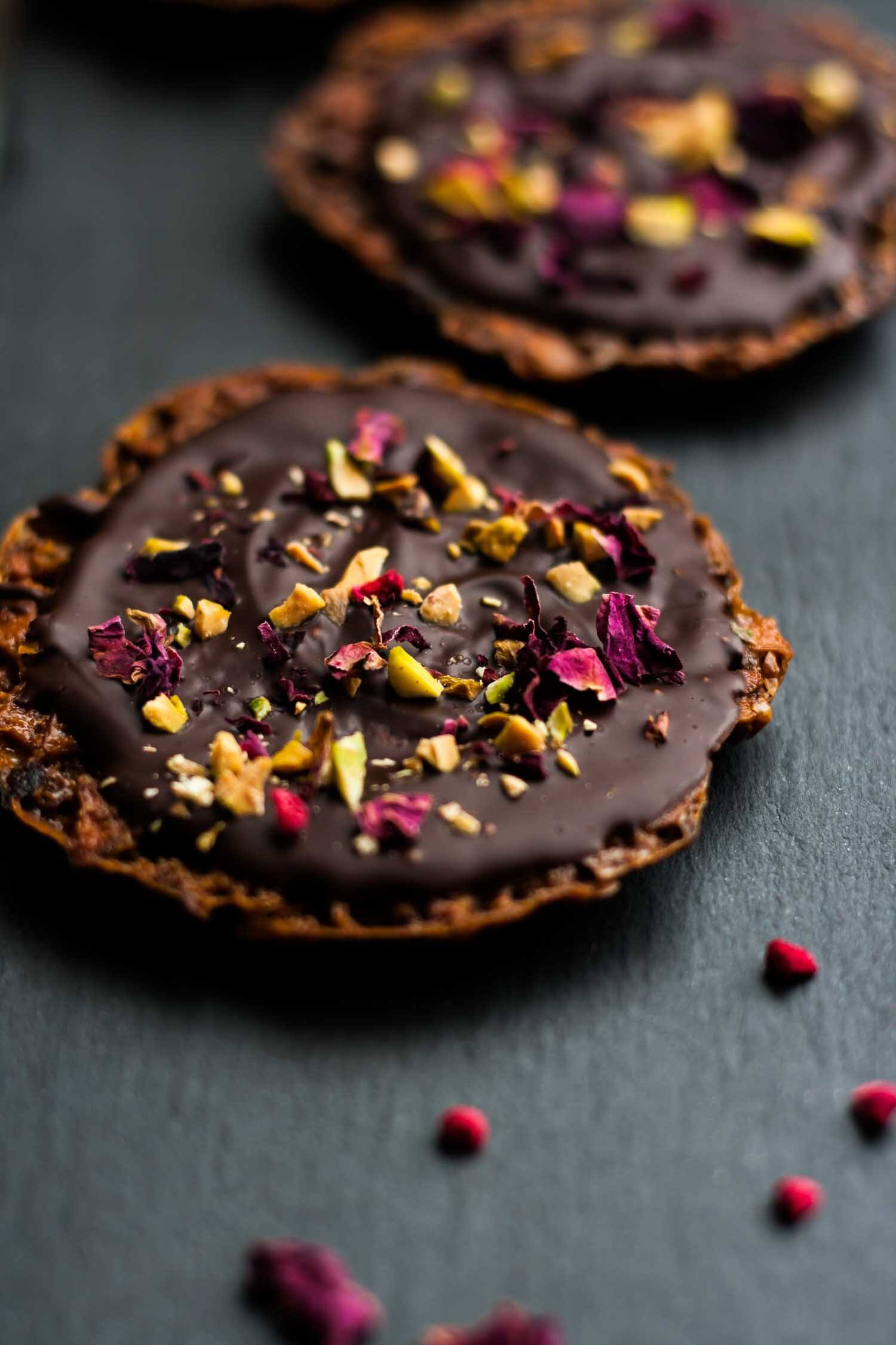 Raspberry Pistachio Almond Florentines - why not get baking and make these indulgent treats for Valentine's Day? | eatloveeats.com